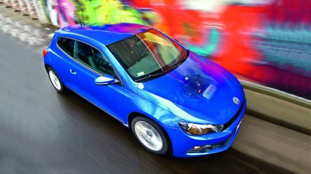 Silnik o pojemności 1,4 litra w sportowym samochodzie? VW Scirocco udowadnia, że to doskonałe połączenie. /Motor