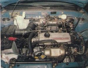 """Silnik o pojemności 1300 cm3 nie imponuje dużą mocą, ale jest wystarczająco """"żywy"""", by jeździć Lancerem bez kompleksów. /Motor"""