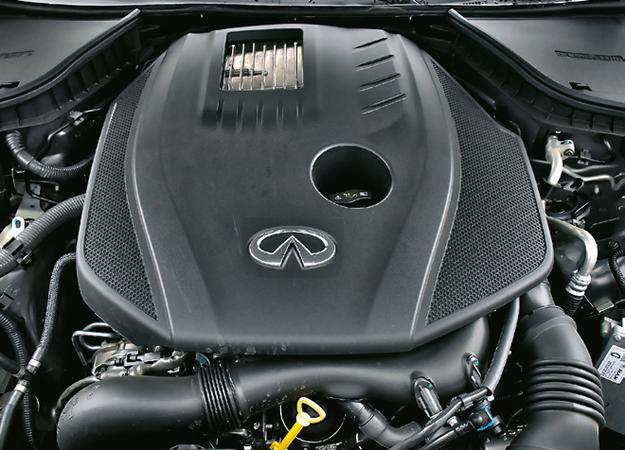 Silnik od Mercedesa: przyjemne brzmienie, łagodny temperament i spory apetyt w korkach. /Motor