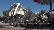 """""""Silny podmuch uratował mi życie"""". Kierowca ciężarówki cudem przeżył katastrofę w Genui"""