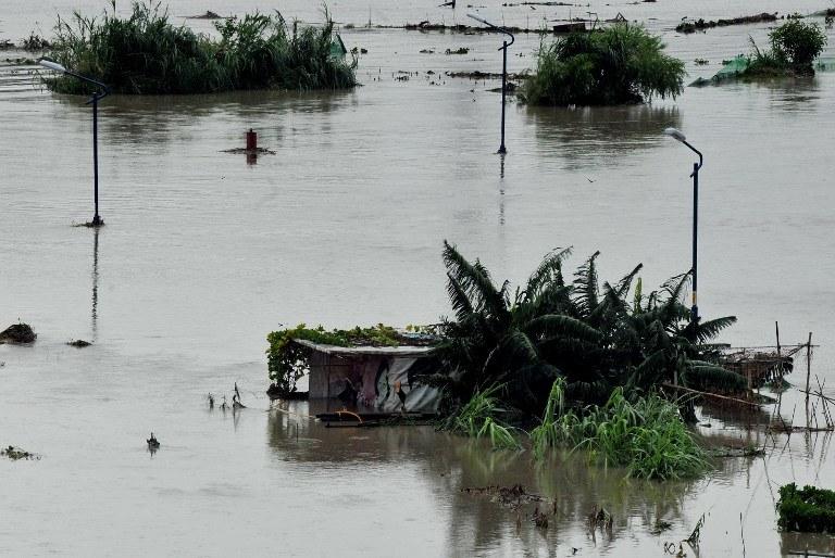 Silny tajfun nazwany przez meteorologów Soulik przeszedł w sobotę nad Tajwanem /AFP