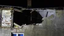 Silny wiatr przewrócił ścianę domu na Pomorzu