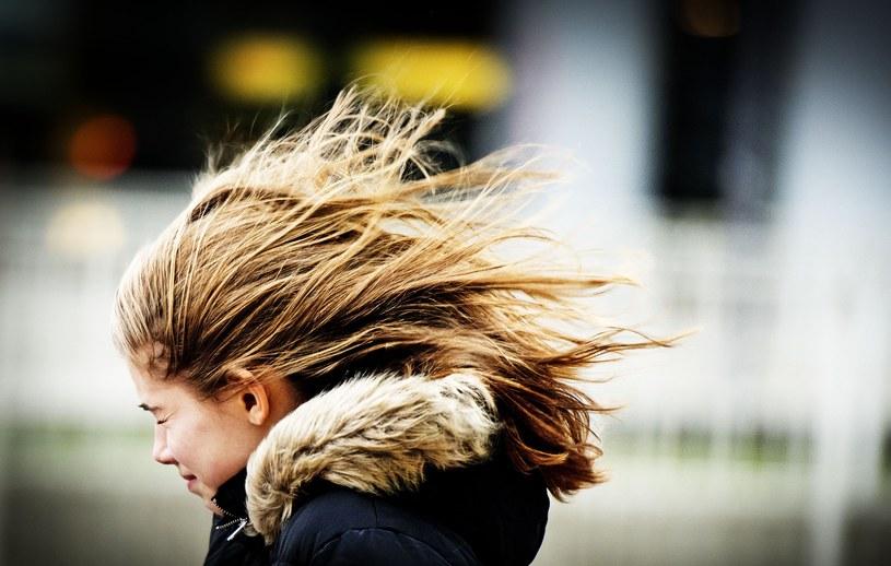 Silny wiatr szaleje nad Europą /AFP