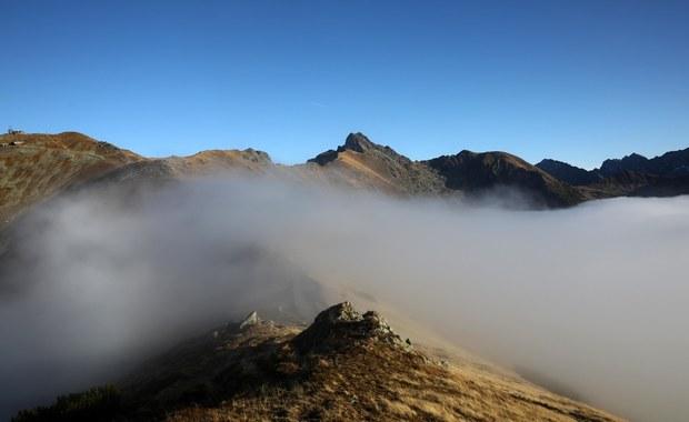 Silny wiatr w Tatrach: powieje z prędkością 100 km/h. A jak będzie w weekend?