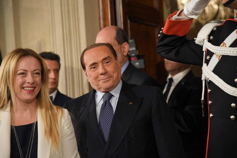 "Silvio Berlusconi (P) jest liderem partii ""Forza Italia"" (z lewej liderka ""Fratelli d'Italia"" - Giorgia Meloni) władał klubem AC Milan /AFP"