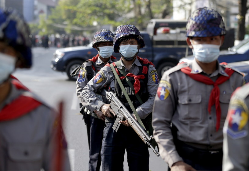 Siły bezpieczeństwa otworzyły ogień do protestujących w Mandalaj /LYNN BO BO /PAP/EPA