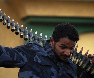 Siły Kadafiego zajęły Misratę i Bengazi