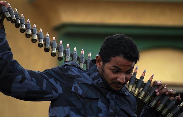 Siły lojalne wobec Kadafiego zajęły Misratę i przedmieścia Bengazi /AFP