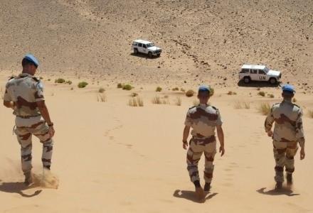 Siły pokojowe ONZ podczas pilnowania referendum w Saharze Zachodniej /AFP