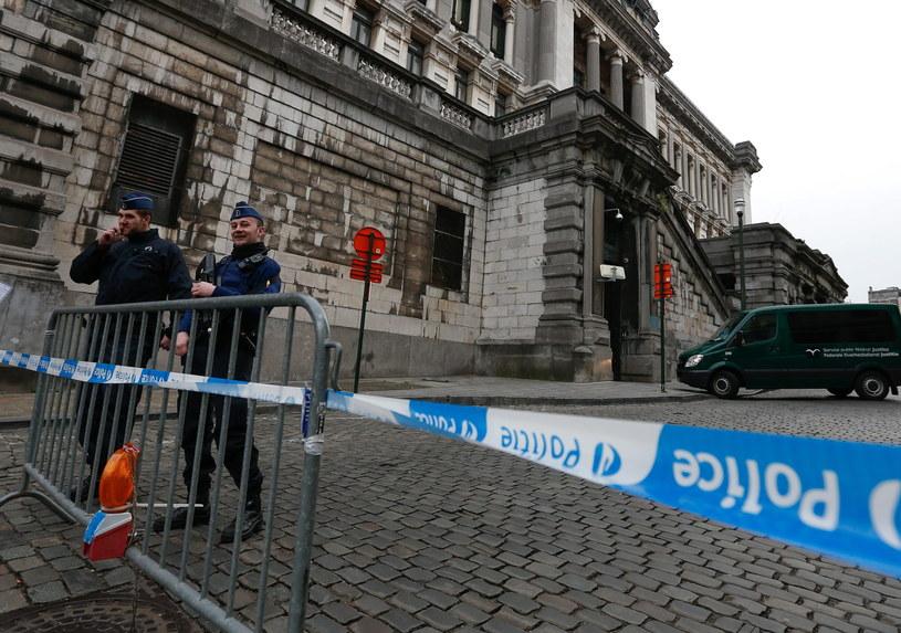 Siły policyjne w Brukseli /LAURENT DUBRULE    /PAP/EPA