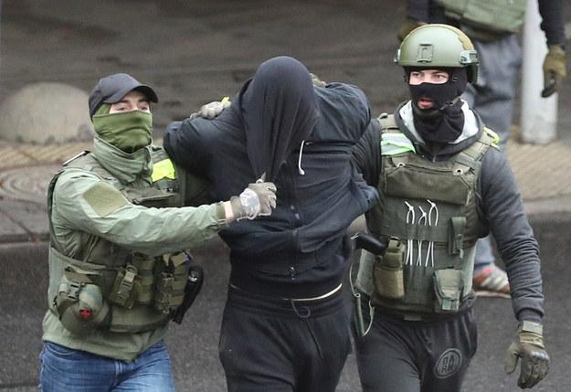 Siły reżimu Łukaszenki zatrzymały ponad 500 protestujących w Mińsku / STR   /PAP/EPA