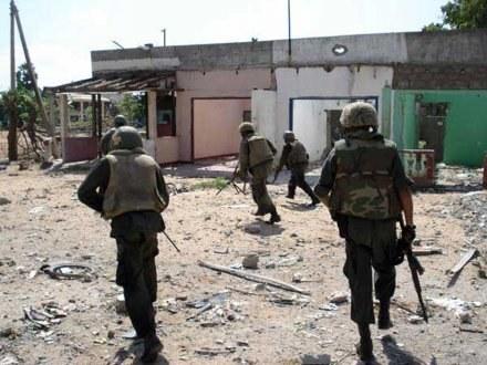 Siły rządowe na ulicach Kilinochchi /AFP