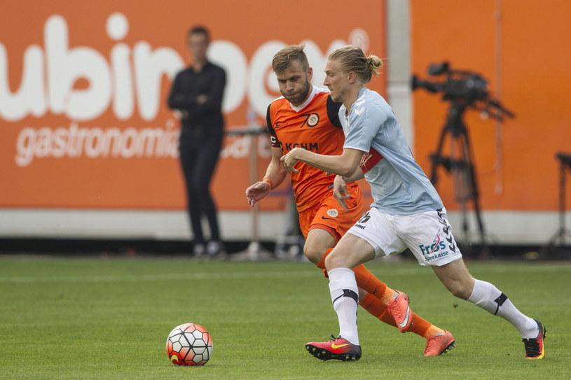 Simon Kroon (z prawej) strzelił pierwszego gola dla gości /Aleksander Koźmiński /PAP