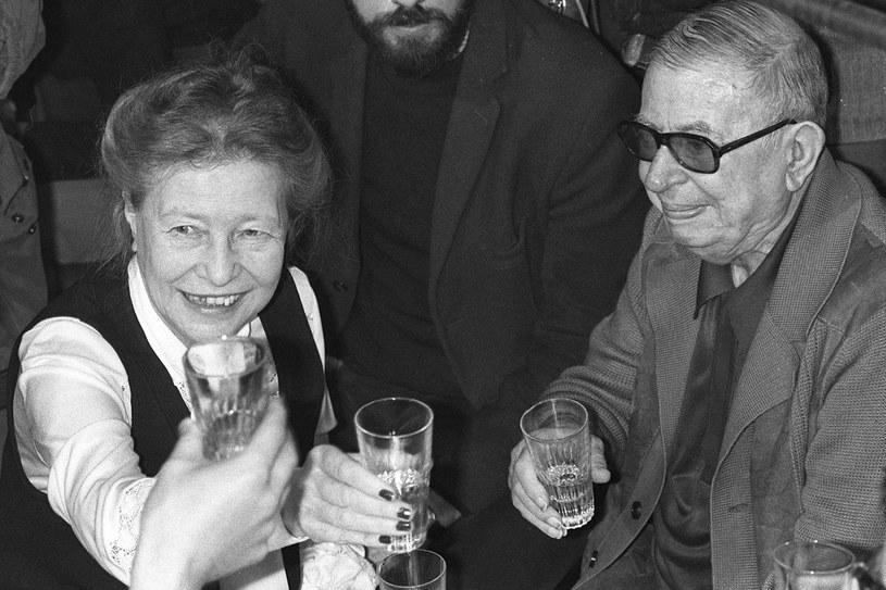 """Simone de Beauvoir i Jean-Paul Sartre. Jej książka  """"Druga płeć"""" na lata stała się najważniejszą pozycją drugiej fali  feminizmu /East News"""