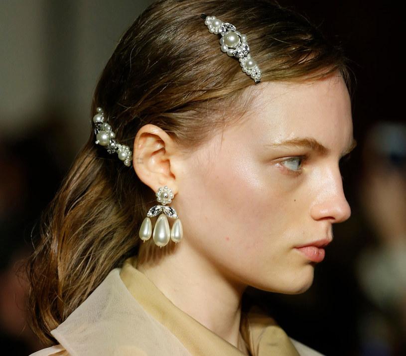 Simone Rocha spowodował, że neo-romantyczność stała się motorem pokazu mody na London Fashion Week /East News