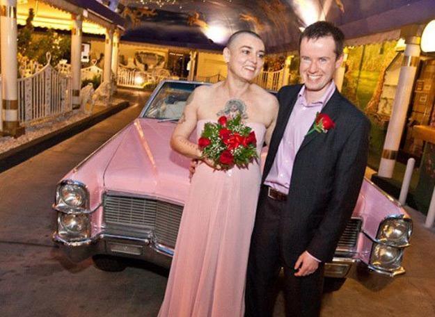 Sinead O'Connor i Barry Herridge w Las Vegas, w tle różowy Cadillac /oficjalna strona wykonawcy