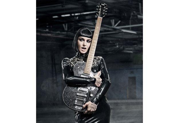 Sinead O'Connor tym razem jako wampirzyca z gitarą /oficjalna strona wykonawcy