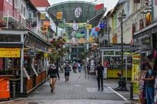 Singapur zdecydował traktować koronawirusa jak grypę