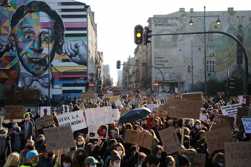 Siódmy dzień strajku kobiet; na zdjęciu protesty w Łodzi /Julian Sojka /East News