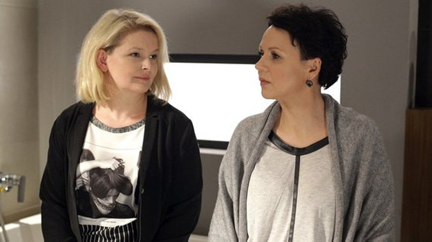 Siostra próbuje uspokoić Martę, ale Wojciechowskiej to nie przekonuje... /www.mjakmilosc.tvp.pl/
