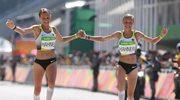 Siostry bliźniaczki przebiegły linię mety, trzymając się za ręce