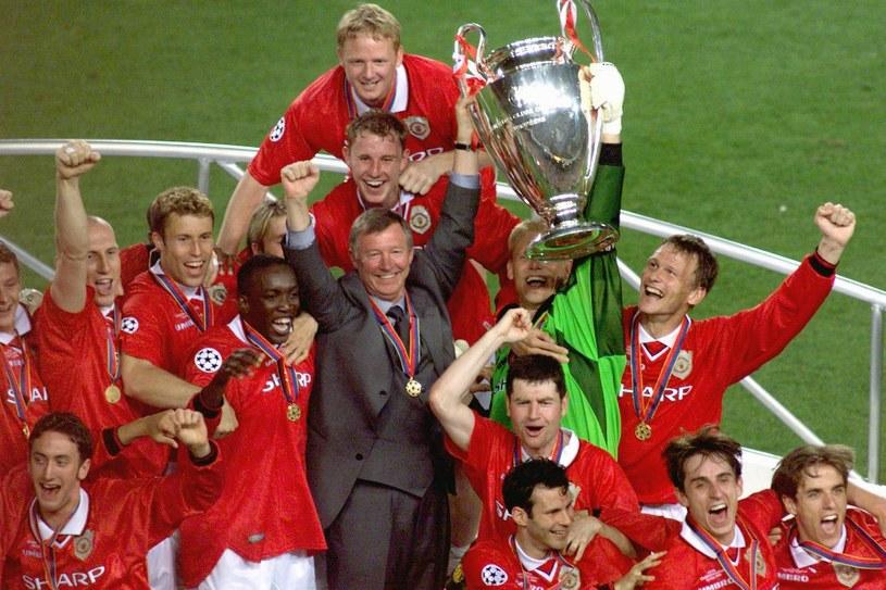 Sir Alex Ferguson z zespołem po zwycięstwie nad Bayernem w finale Ligi Mistrzów/ maj 1999 roku /AFP