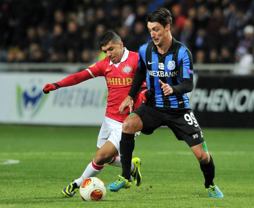 Sito Riera (z prawej) w barwach Czernmorca Odessa w meczu z PSV /AFP