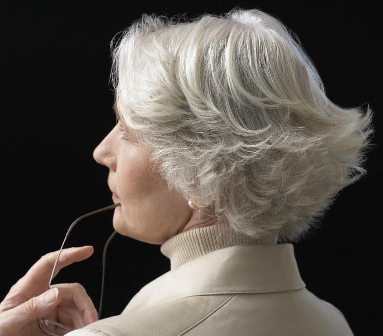 siwe włosy farbowanie /© Photogenica