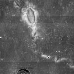 Skąd pochodzą tajemnicze bruzdy na Księżycu?