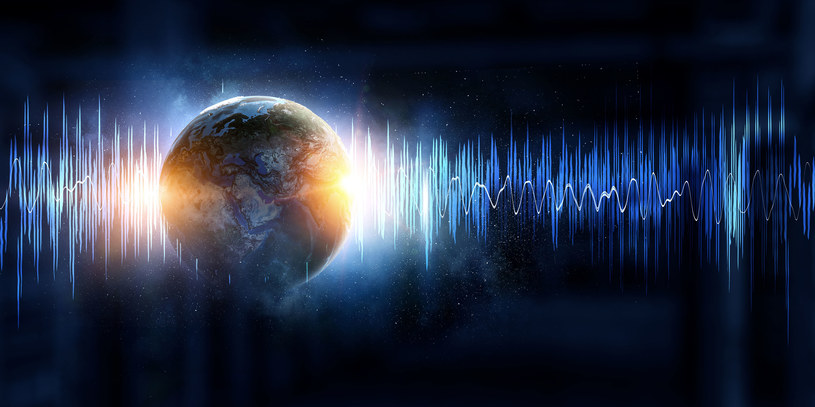 Skąd się biorą tajemnicze dźwięki odbierane na całym świecie? /123RF/PICSEL