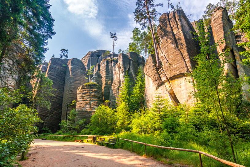Skalne miasto w Adršpachu zapewnia niesamowite widoki /123RF/PICSEL