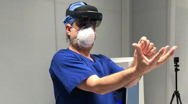 Skalpel i gogle 3D. Nowatorska operacja w krakowskim szpitalu