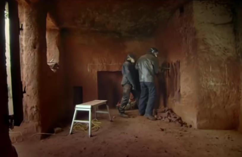 Skały w domu Angelo pamiętają czasy dinozaurów biegających po okolicy /materiały prasowe