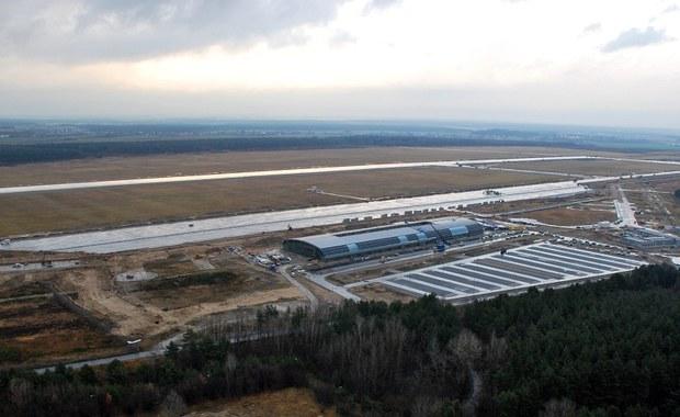 Skandal w Modlinie. Lotnisko sparaliżowane do końca roku