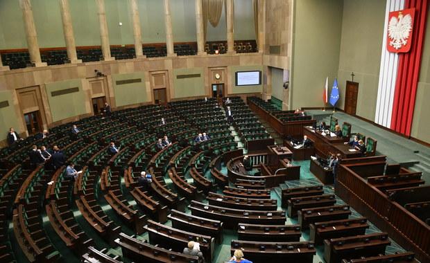 Skandaliczne zachowanie Brauna w Sejmie. Witek złożyła zawiadomienie do prokuratury