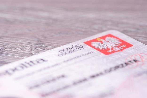 Skany dokumentów osobistych można było znaleźć bez problemu na stronie internetowej /123RF/PICSEL
