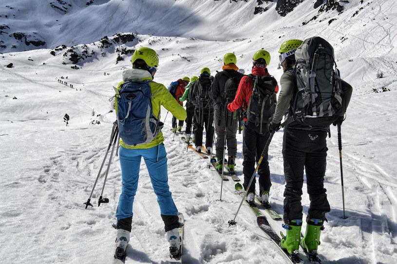 Skitur musi być odpowiednio zaplanowany. Bez właściwego wyposażenia nie ma co nawet myśleć o takim wyjściu w góry! /East News