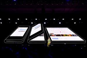 Składany smartfon Samsunga z wyświetlaczem Infinity Flex