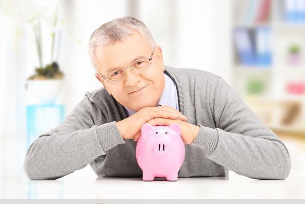 Składki na ZUS od coraz większej liczby pracujących pokryją koszty obniżenia wieku emerytalnego /©123RF/PICSEL