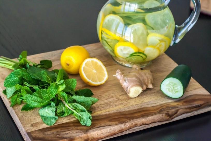 składniki na napój odchudzający /© Photogenica