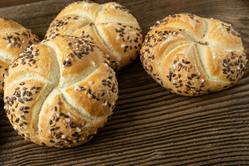Składniki zawarte w bułkach kajzerkach, bagietkach i pszennym chlebie zwiększają ryzyko zachorowań na raka płuc /123RF/PICSEL