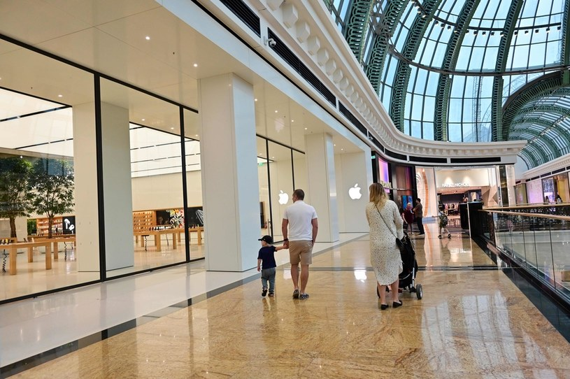Sklep Apple w Dubaju /AFP