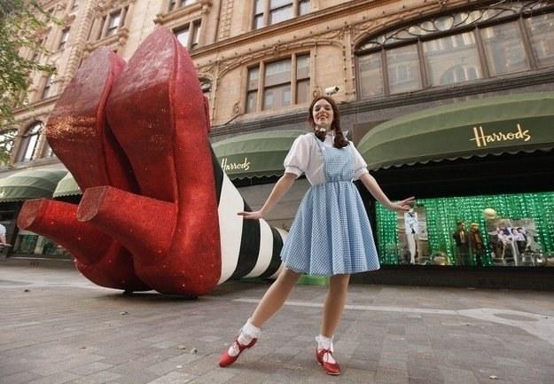 Sklep Harrodsa w dzielnicy Londynu - Knightsbridge /AFP