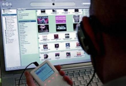 Sklep iTunes - żyła złota dla Apple /AFP