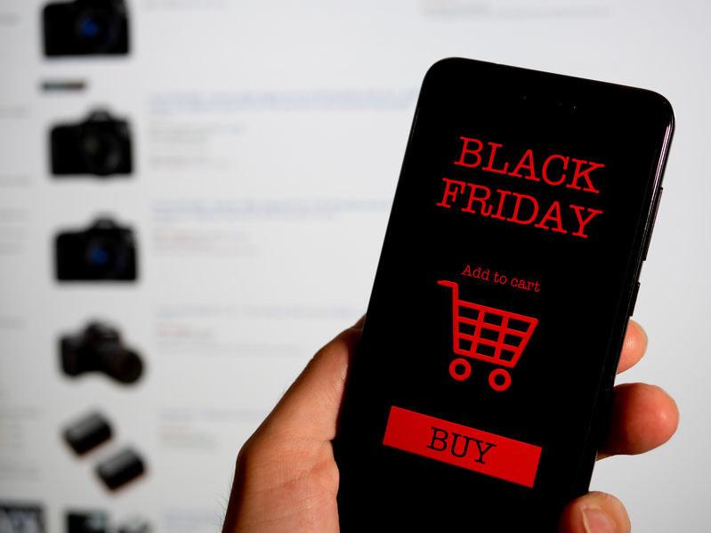 Sklepy postanowiły poszerzyć swoje oferty wyprzedaży na cały tydzień, a nie tylko tzw. Czarny Piątek /©123RF/PICSEL