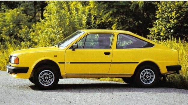 Skoda Rapid 130 otrzymała identyczne błotniki i zespoły świetlne jak modele 4-drzwiowe. Zyskał na tym wygląd pojazdu, a także aerodynamika. /Skoda