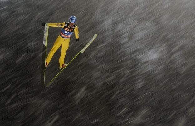 Skok Macieja Kota w czwartkowych kwalifikacjach, które ostatecznie przeniesiono na piątek /AFP