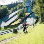 Skoki narciarskie. Na Średnich Krokwiach w Zakopanem praca wre