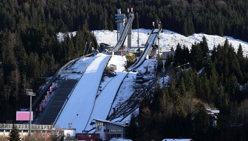 Skoki narciarskie. Otwarcie Turnieju Czterech Skoczni bez widzów