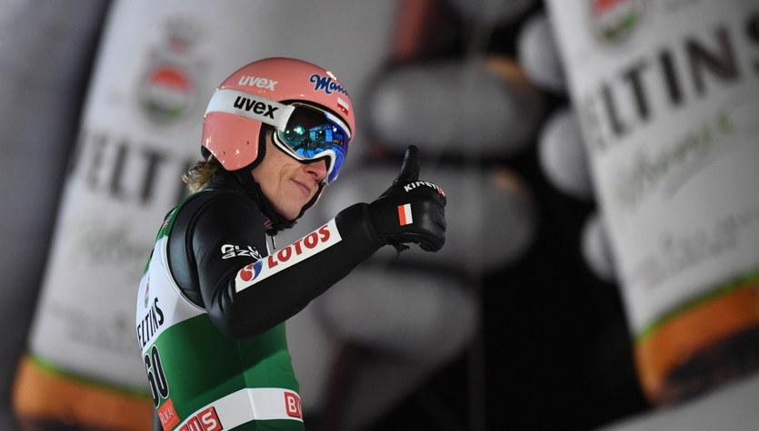 Skoki narciarskie - PŚ w Ruce. Halvor Egner Granerud wygrywa niedzielny konkurs. Dawid Kubacki trzeci